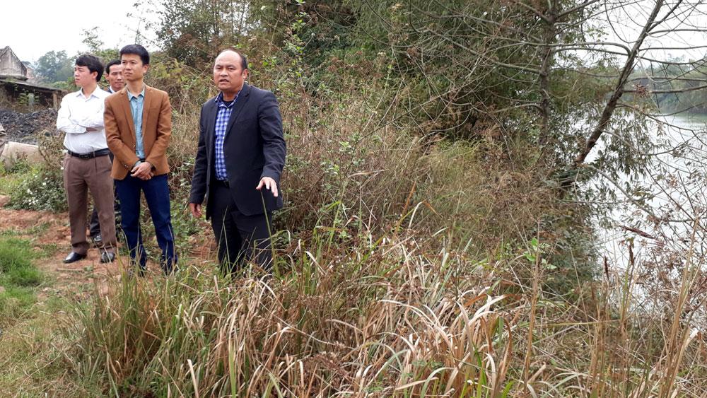Chủ tịch UBND tỉnh Nguyễn Văn Linh  kiểm tra điểm sạt lở bờ sông Lục Nam