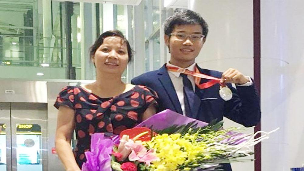 Chàng trai vàng Hóa học giành học bổng khủng MIT