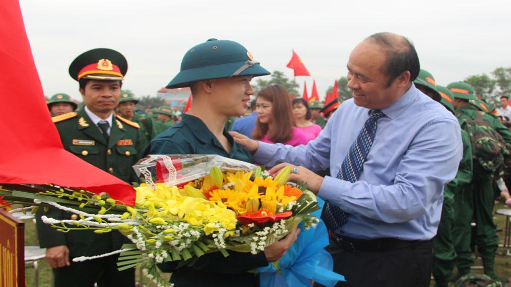 Chủ tịch UBND tỉnh Nguyễn Văn Linh và các đồng chí lãnh đạo tỉnh dự Lễ giao nhận quân tại các địa phương