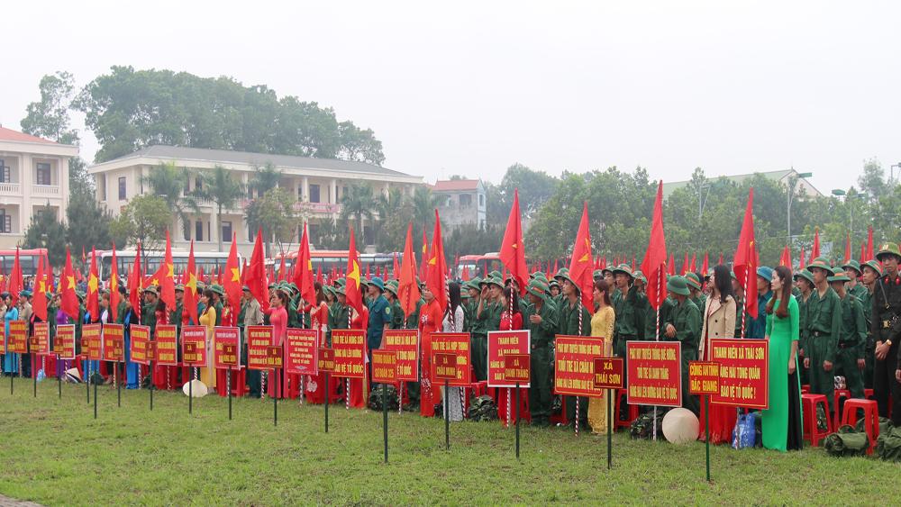 Nhiều tân binh được học lớp bồi dưỡng nhận thức về Đảng