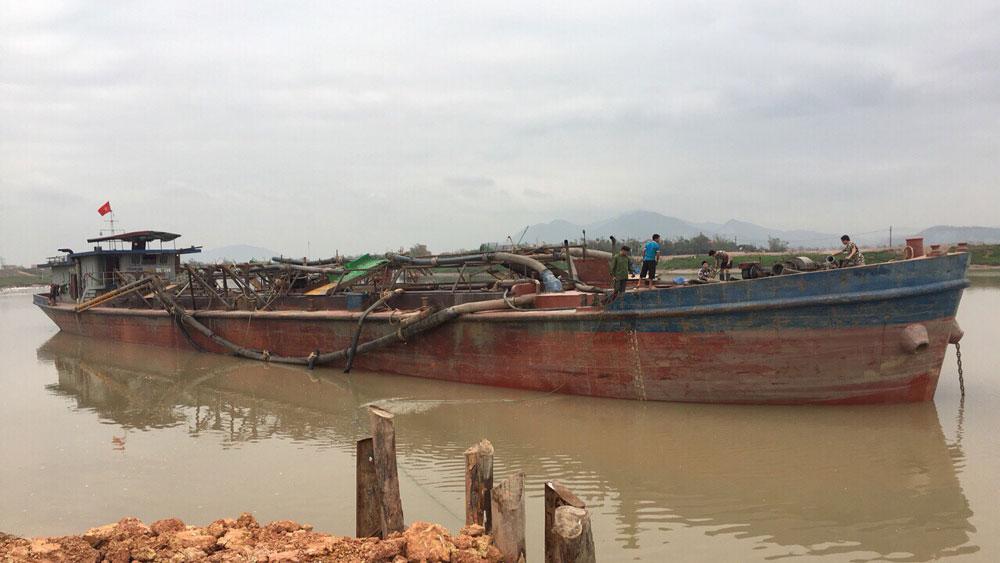 Bắt giữ tàu hút cát trái phép tại xã Trí Yên