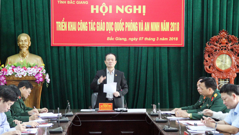 Phó Chủ tịch Thường trực UBND tỉnh Lại Thanh Sơn phát biểu tại hội nghị.
