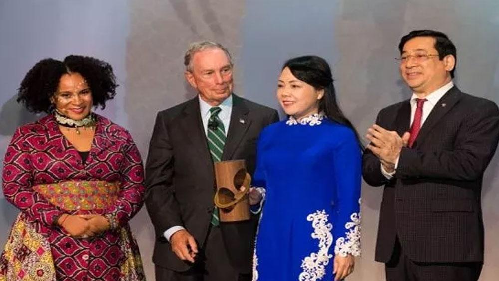 Bộ Y tế Việt Nam nhận giải thưởng quốc tế về theo dõi, giám sát sử dụng thuốc lá
