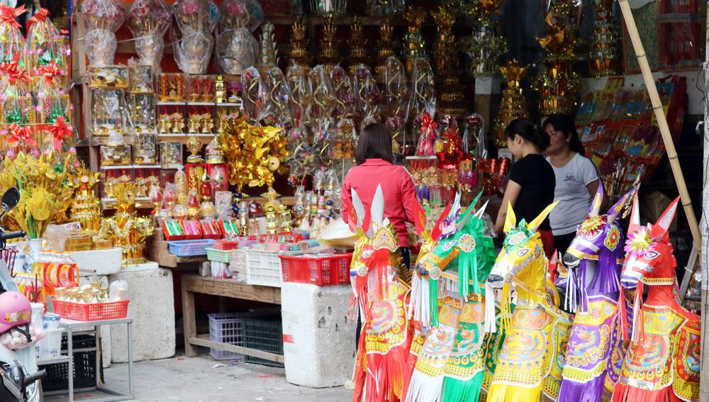 Người hưởng ứng, kẻ thờ ơ, tục đốt vàng mã, cơ sở , thờ tự Phật giáo