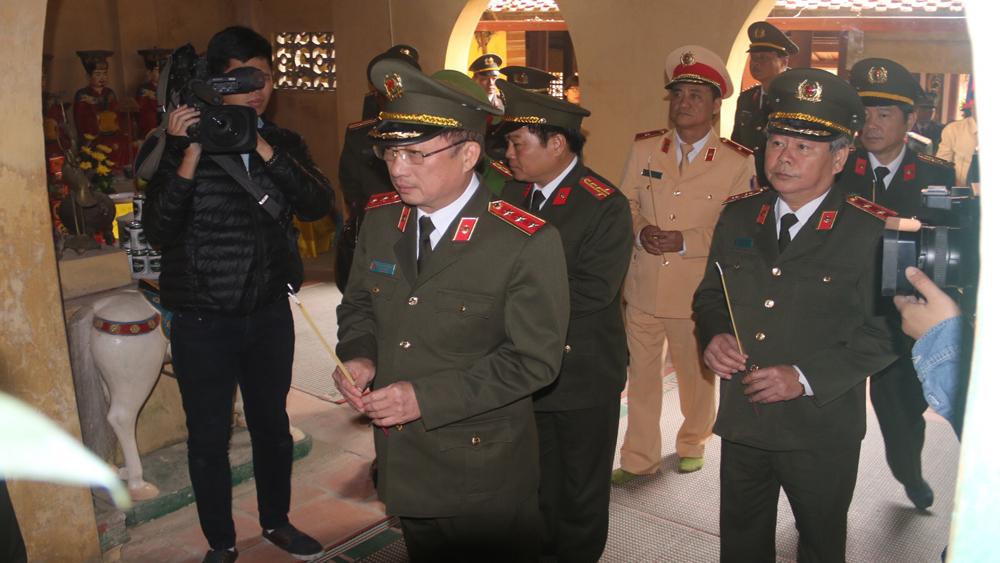 Thứ trưởng Bộ Công an, Nguyễn Văn Thành, dâng hương, tổng duyệt.