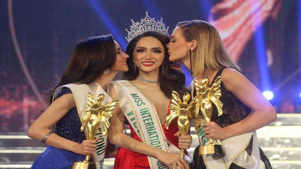 Vietnamese singer, Nguyen Huong Giang, international transgender, beauty queen, Thailand, transgender people, prestigious beauty pageant