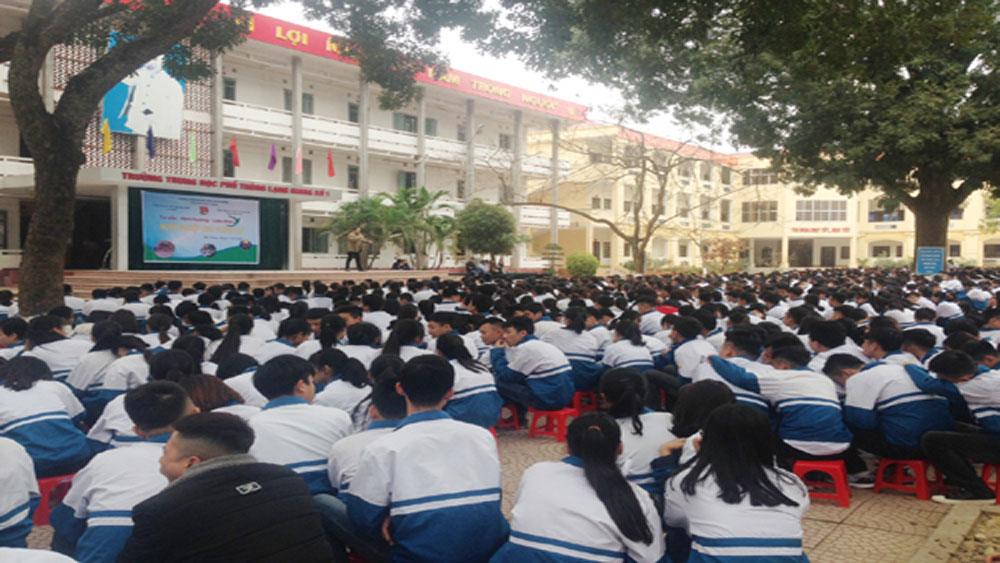 Hơn 2.800 học sinh được tư vấn, hướng nghiệp