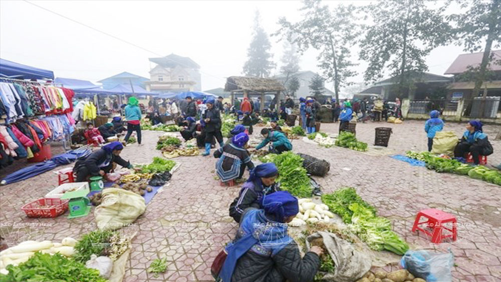 Market in the mist
