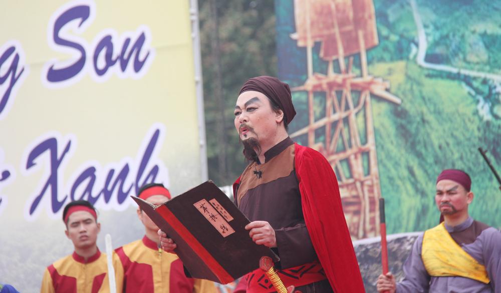 Hoạt cảnh tái hiện lễ tế cờ của Hoàng Hoa Thám.