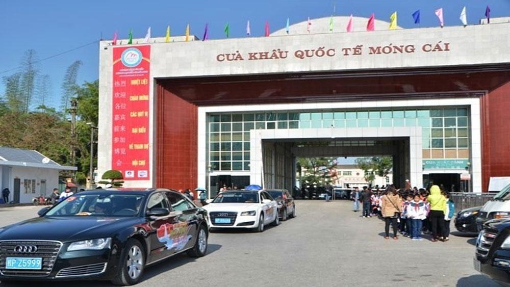 Ô tô du lịch Trung Quốc lái vào tận TP Hạ Long