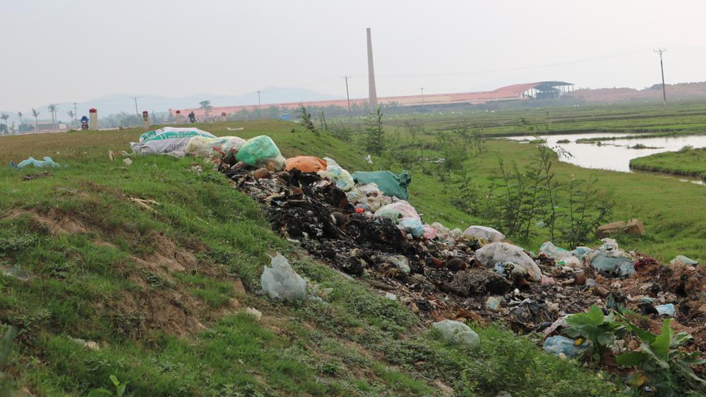Giải quyết triệt để các điểm tập kết rác thải không đúng nơi quy định