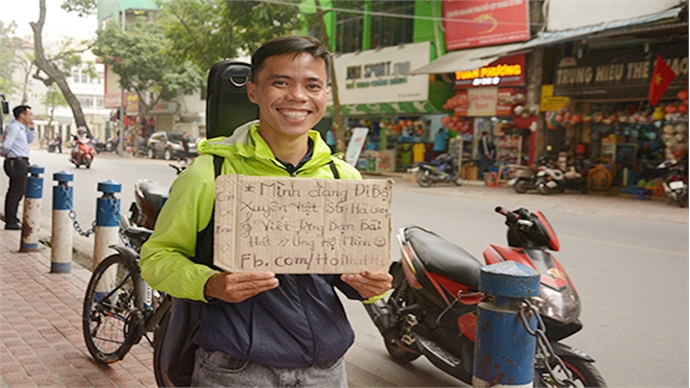 Crossing Vietnam on foot with $5, a guitar and a smile
