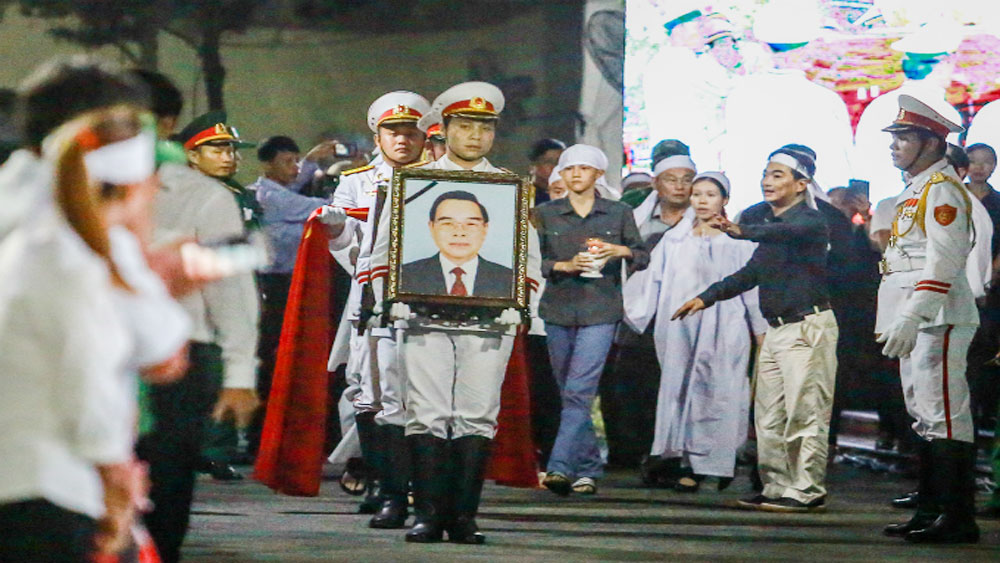 Vietnamese bid farewell to late PM Phan Van Khai