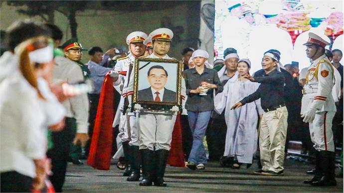 Vietnamese bid farewell to late PM Phan Van Khai