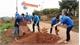Đoàn viên thanh niên tham gia tu sửa đường giao thông