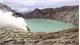 Núi lửa Indonesia phun khí độc, 30 người nhập viện