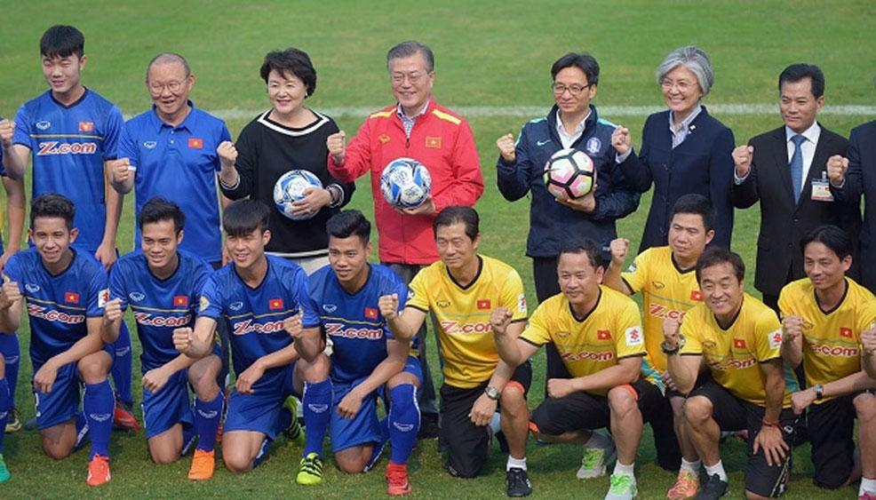 RoK President meets Vietnam U23 players in Hanoi