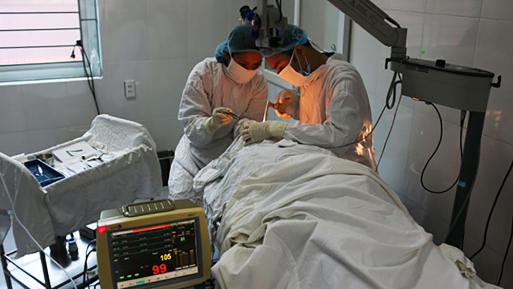 Phẫu thuật nối thông lệ - mũi tại Bệnh viện Đa khoa tỉnh.