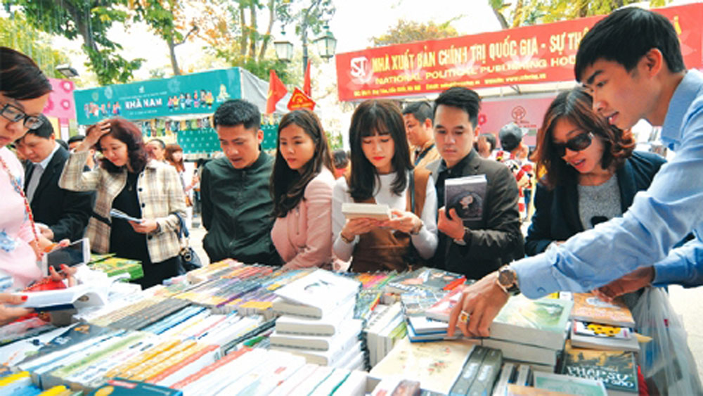 Vietnam Book Day promotes reading culture among community