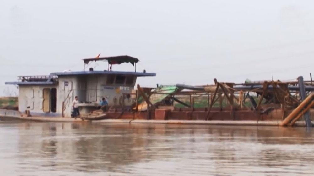 Xử lý vi phạm về đê điều và phòng chống thiên tai trên tuyến đê Lục Nam