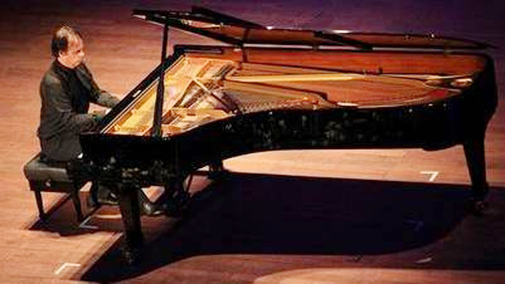 Hanoi to host international piano festival