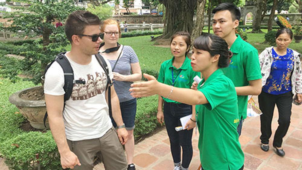 """300 đoàn viên, sinh viên tham gia đội """"Hỗ trợ du lịch Thăng Long - Hà Nội"""" 2018"""