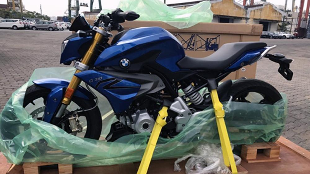 Môtô BMW G310R chính hãng cập cảng Sài Gòn