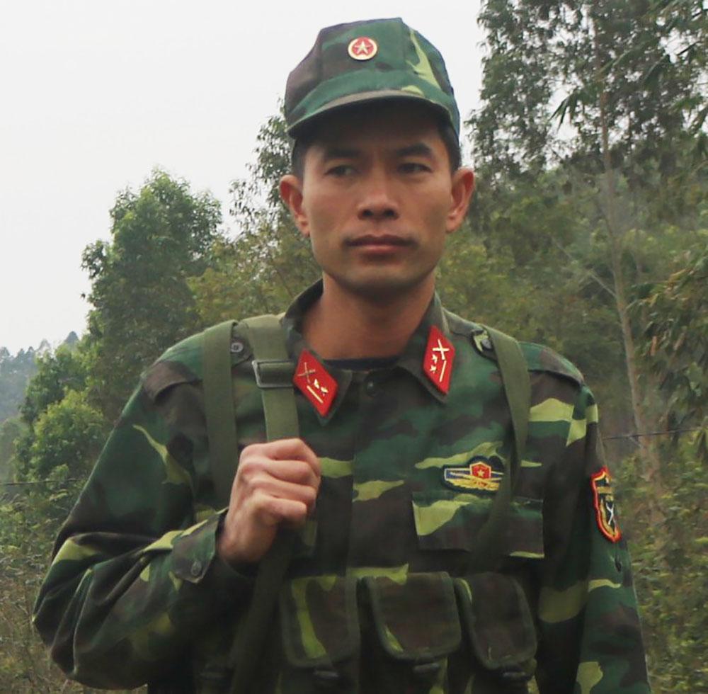 Trung úy Nguyễn Văn Hưởng, tiểu đội trưởng gương mẫu
