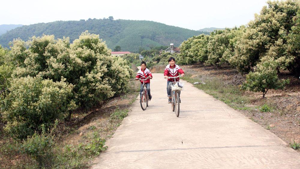 Xây dựng nông thôn mới ở các xã vùng cao:  Việc dễ làm trước, dân đồng thuận