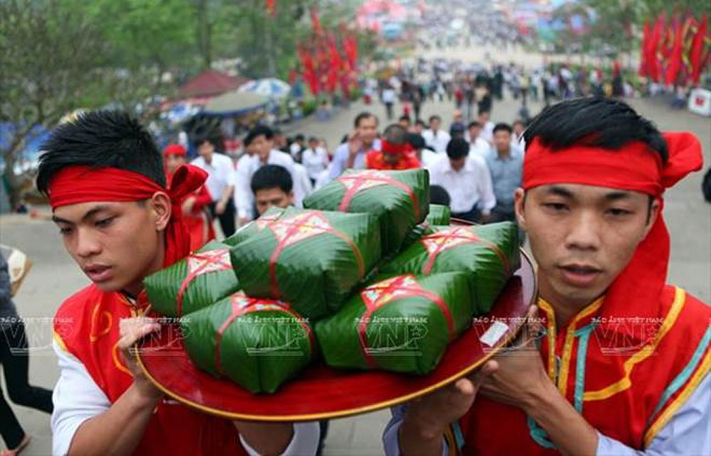 Hung Kings, Hung Temple Festival, Hung Temple Complex, festive activities, five-day festival, incense offering ceremony, local products, younger generations
