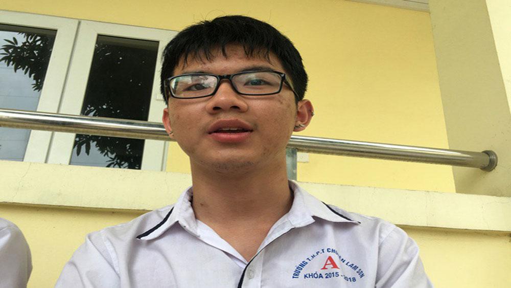 Viết bài luận về mắt giả của mình, nam sinh giành học bổng gần 5 tỷ đồng