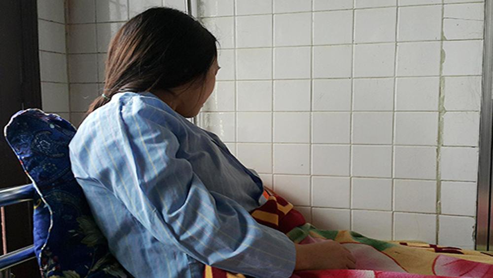 Phụ huynh bị khởi tố vì ép nữ sinh thực tập quỳ xin lỗi