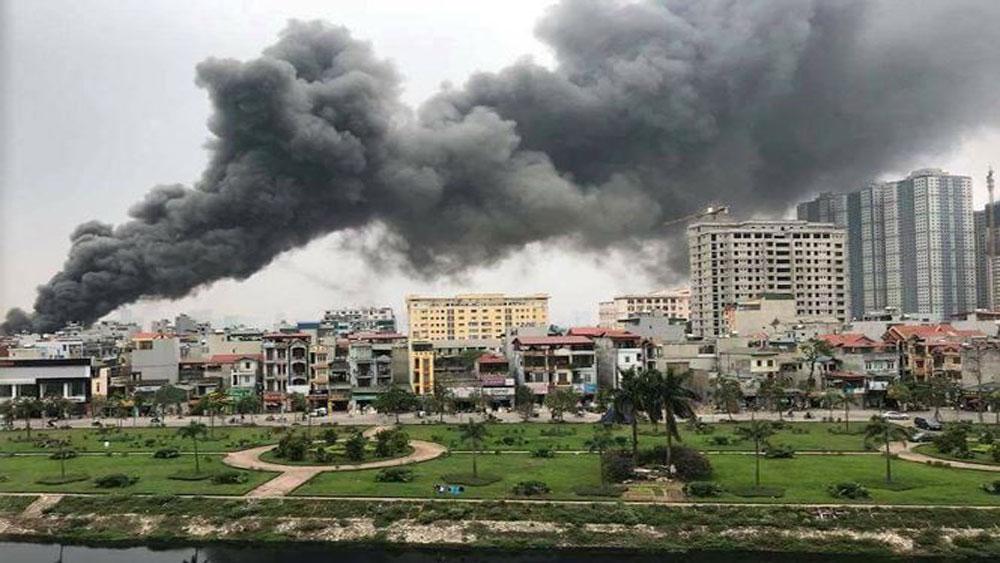 Cháy lớn tại chợ gần đường vành đai 3 Hà Nội