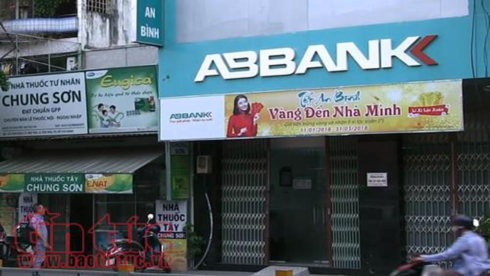 Hai thanh niên mang súng cướp ngân hàng ABBank giữa ban ngày