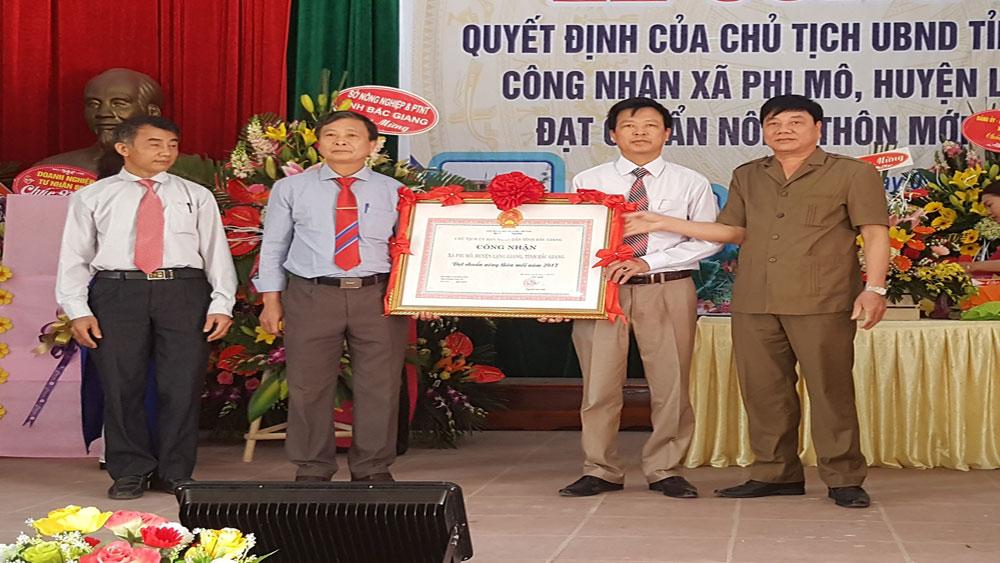 Xã Phi Mô đón bằng công nhận đạt chuẩn nông thôn mới