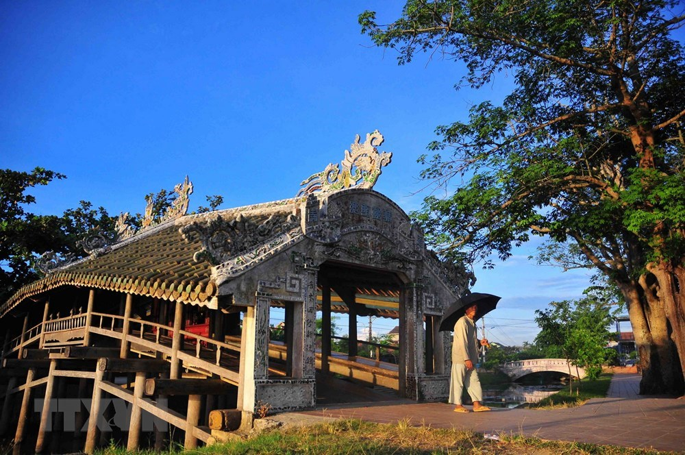 240-year-old bridge, Thua Thien-Hue, Thanh Toan brigde, wooden structure, wooden railings with balconies