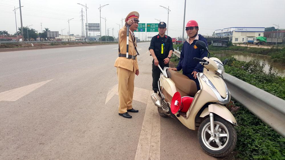 Bắc Giang: Tạm giữ 31 môtô vi phạm an toàn giao thông
