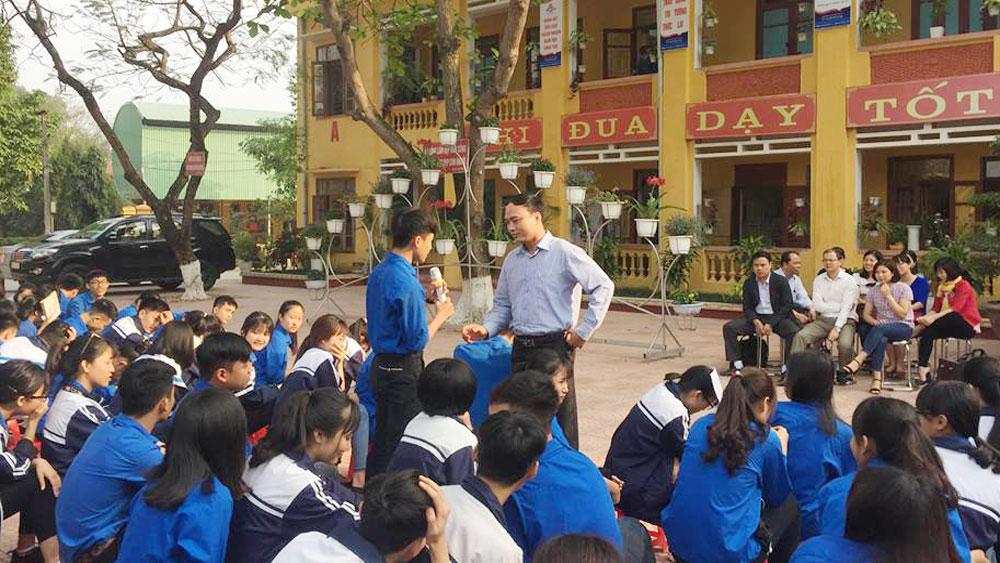 Hơn 1.000 học sinh được tư vấn nghề nghiệp