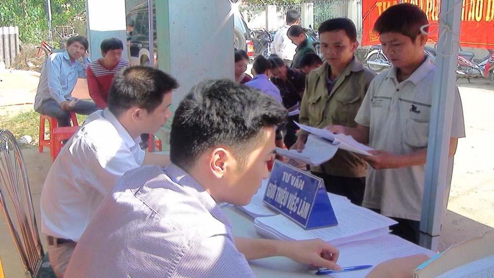 Hơn 800 học sinh, người lao động tham gia phiên giao dịch việc làm