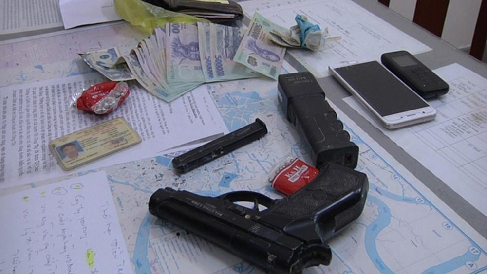 Bắt khẩn cấp 3 đối tượng dùng súng cướp 27 tấn hàng