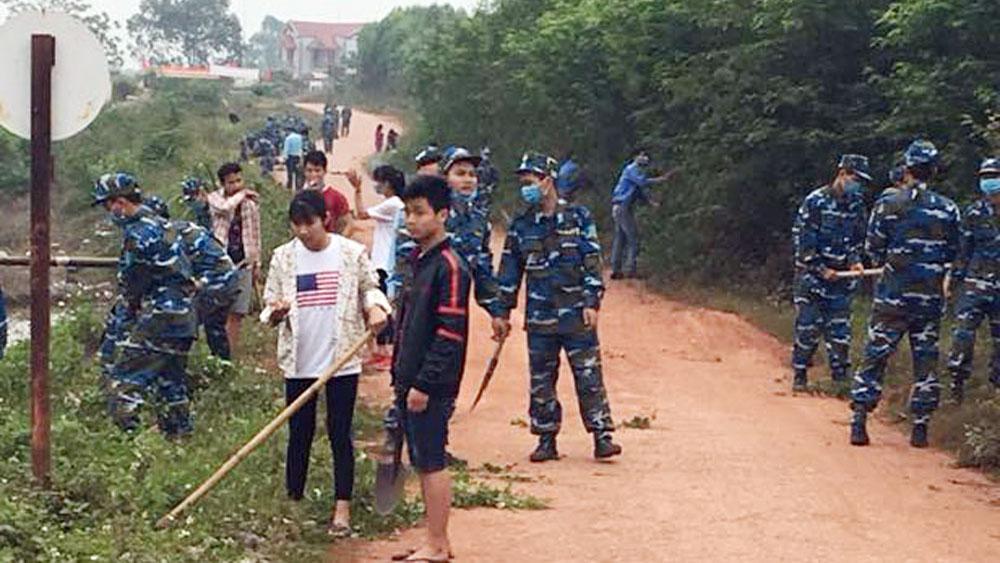 Hơn 100 đoàn viên, thanh niên và cán bộ, chiến sĩ dọn vệ sinh môi trường