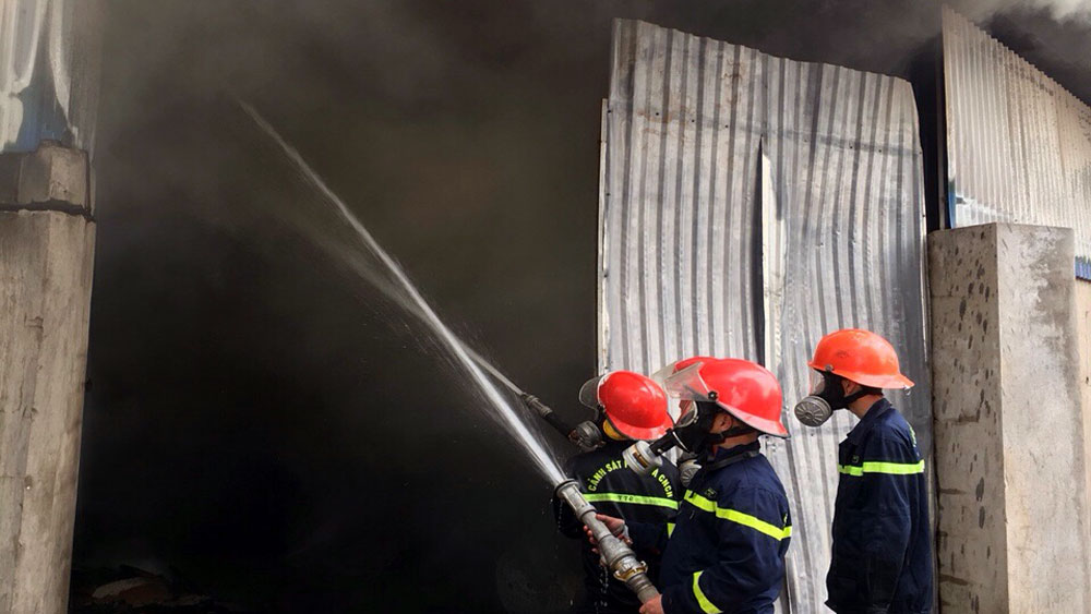 Bắc Giang: Cháy nhà xưởng tại công ty điện tử, thiệt hại 300 triệu đồng