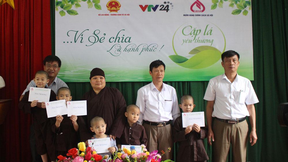 """6 học sinh được nhận hỗ trợ của Chương trình """"Cặp lá yêu thương"""""""