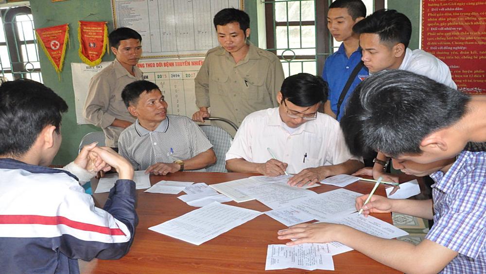 Lan Giới tổ chức cho nam thanh niên tuổi 17 đăng ký nghĩa vụ quân sự