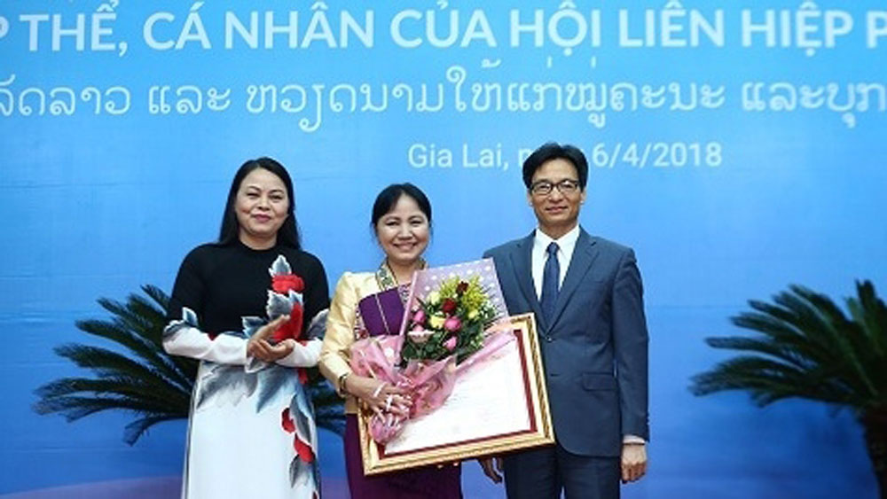 Vietnamese, Lao Orders presented to women of both countries