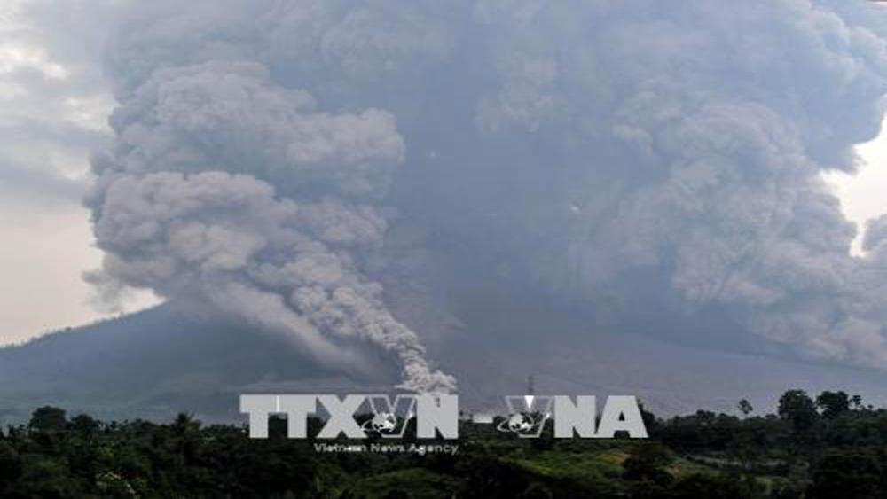 Núi lửa Sinabung phun trào mạnh, Indonesia phải đóng cửa sân bay