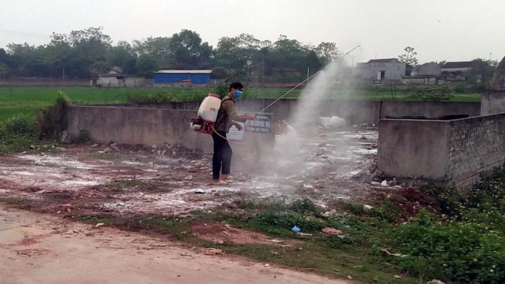 Yên Thế tổ chức phun thuốc tiêu độc khử trùng bảo vệ đàn vật nuôi
