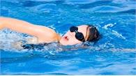 Nên sử dụng loại kính bơi dây mềm, màu mắt kính phù hợp