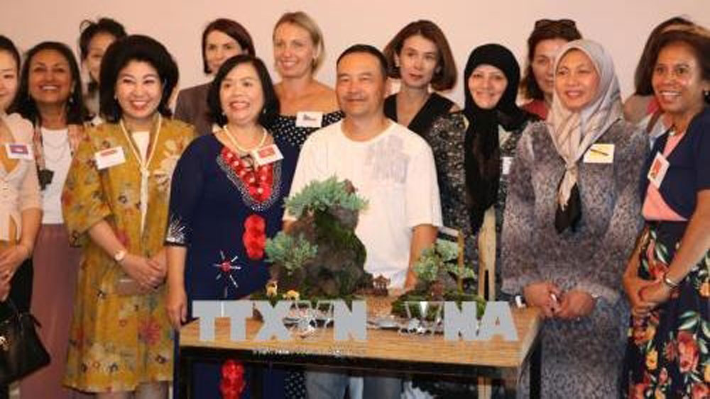 Promoting Vietnamese culture to international friends in Australia