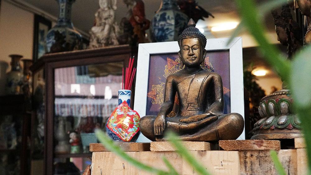 bygone days, antique aisle, Saigon, popular rendezvous, Le Cong Kieu Street, antique business,